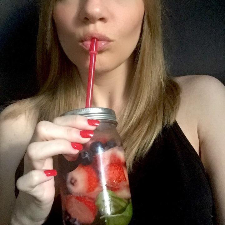BEAUTY TO DRINK: DETOX WATER FRAGOLE, MIRTILLI EBASILICO