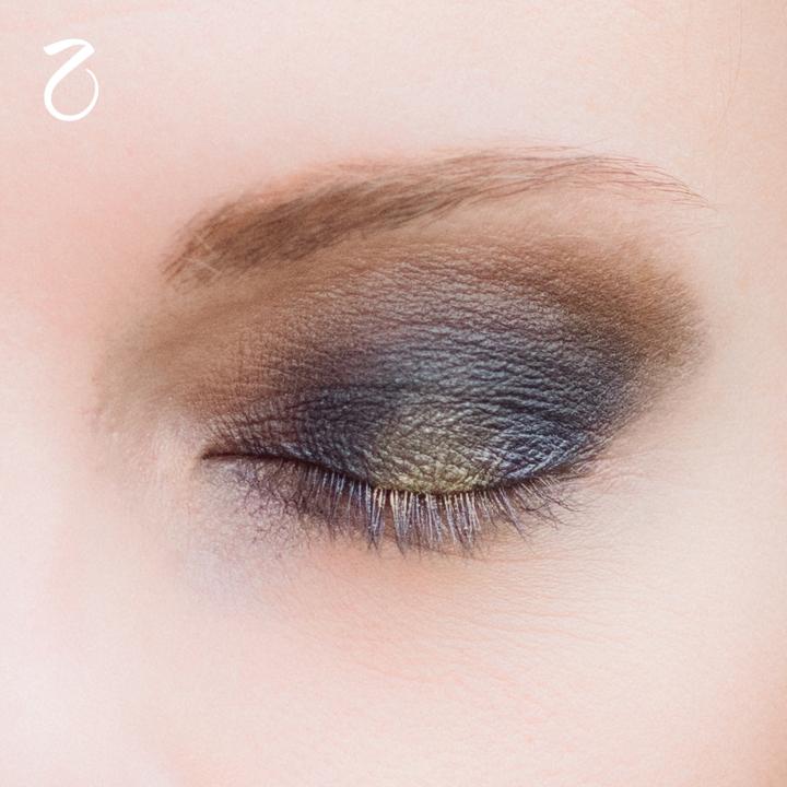 make-up-tutorial-smokey-blu-oro-2