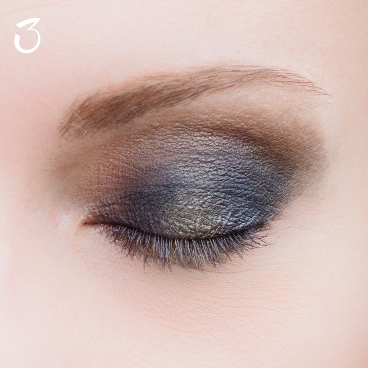 make-up-tutorial-smokey-blu-oro-3