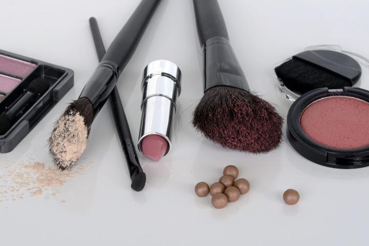cosmetics-1367779_1920